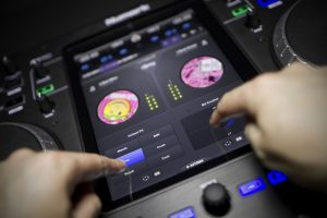 DJ Turntable Controller that works with Ipad