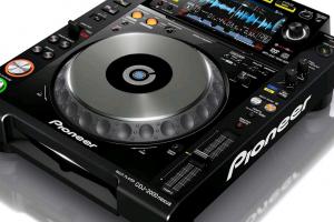 The Pioneer CDJ-2000-NXS Digital Turntable Review