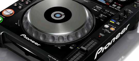 Recommended for DJ's in 2014 – The Pioneer CDJ-2000-NXS Digital Turntable Review