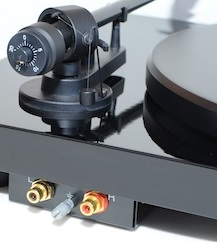 Pro-Ject Debut Carbon audio ports